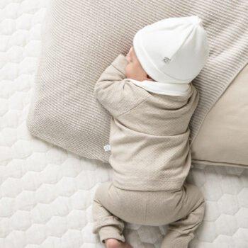 Babymutsje off white